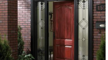 Вхідні двері в будинок: як обрати на роки
